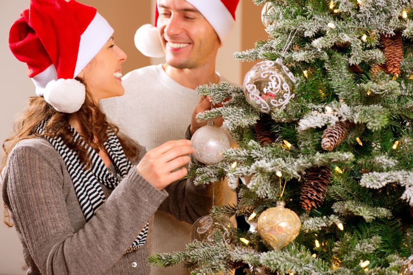 how to decorate a christmas tree couple